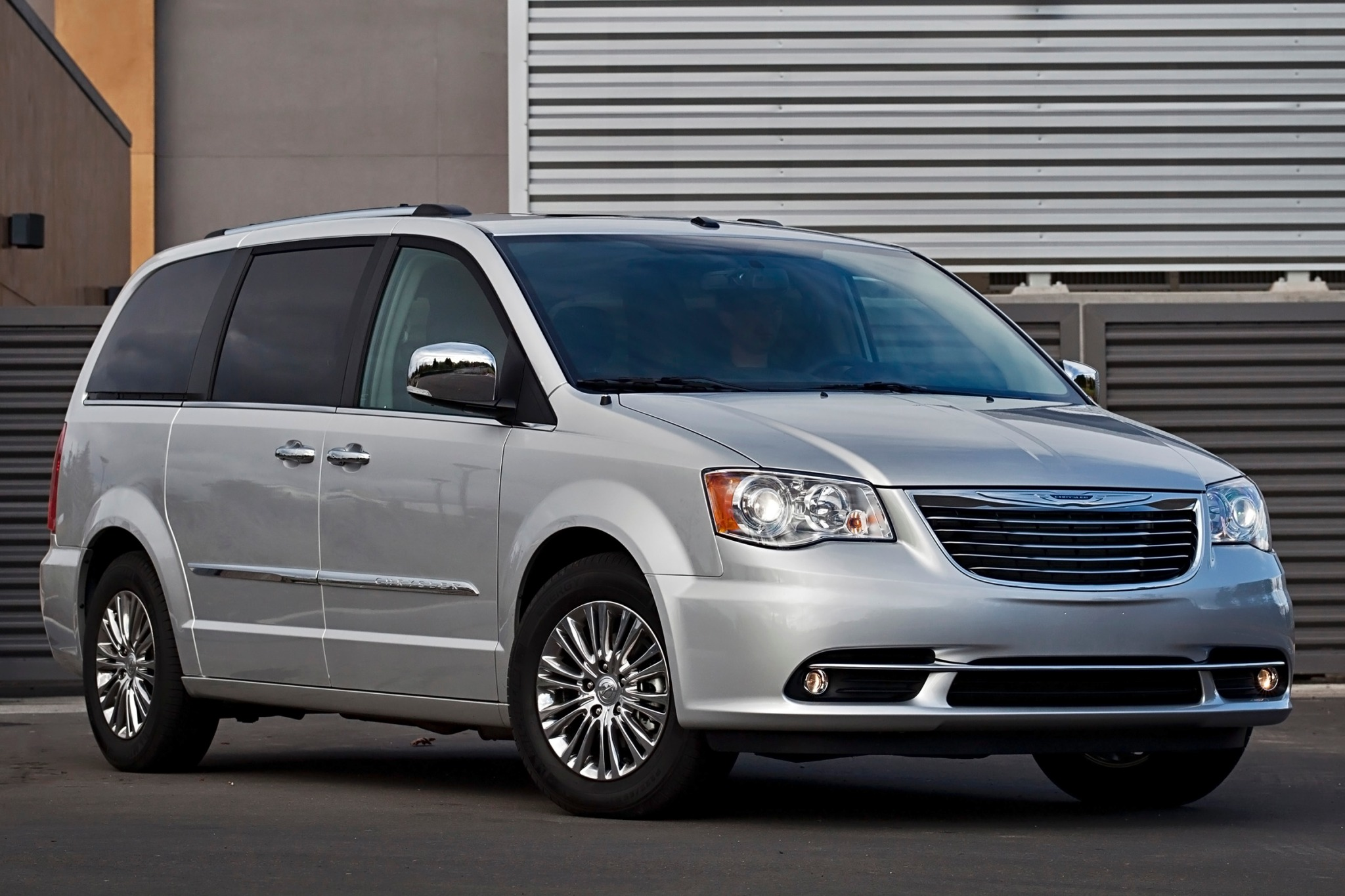 2013 Chrysler Town and Co exterior #3