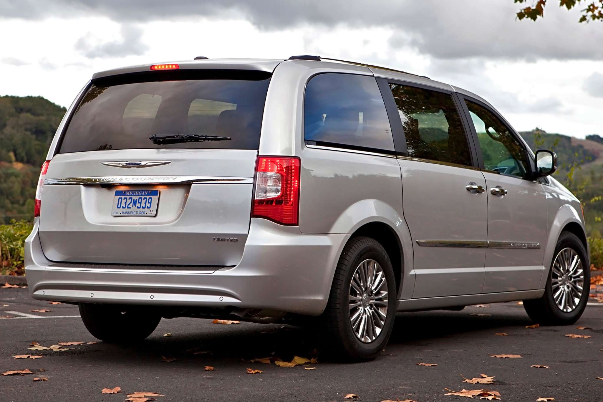 2013 Chrysler Town and Co exterior #8