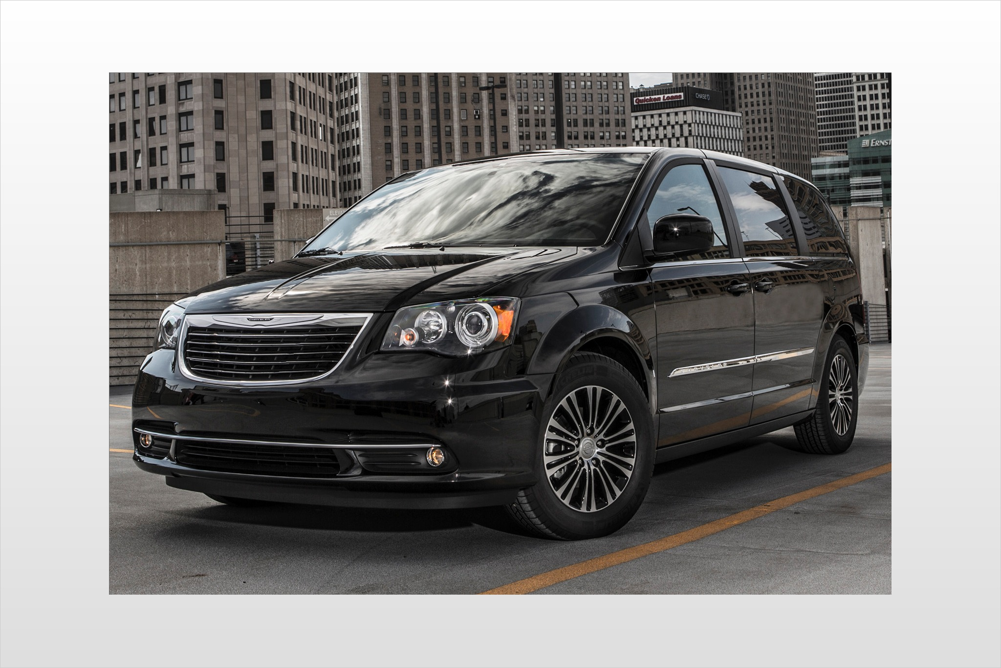 2013 Chrysler Town and Co exterior #1
