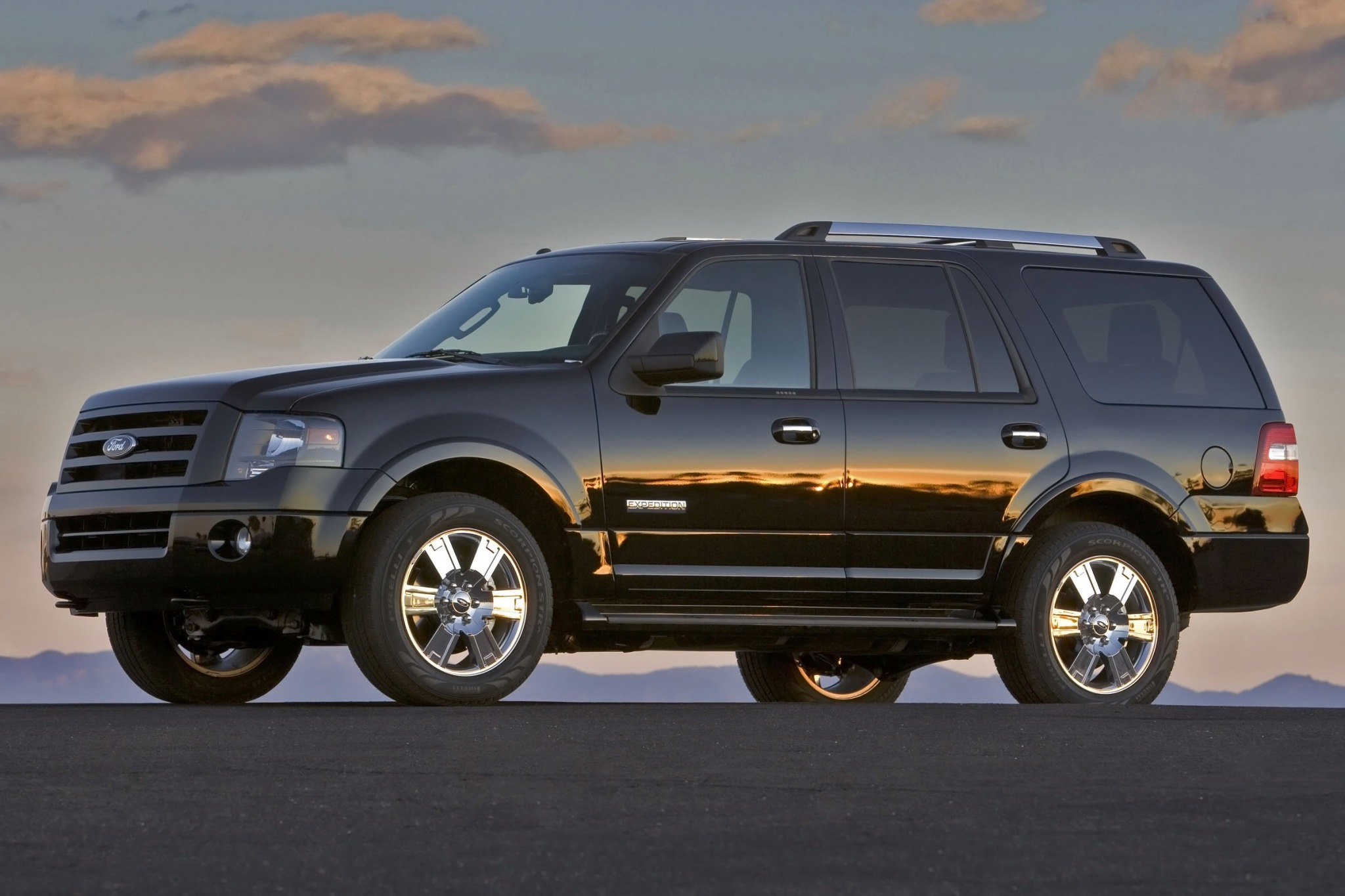 2013 Ford Expedition XLT  exterior #2