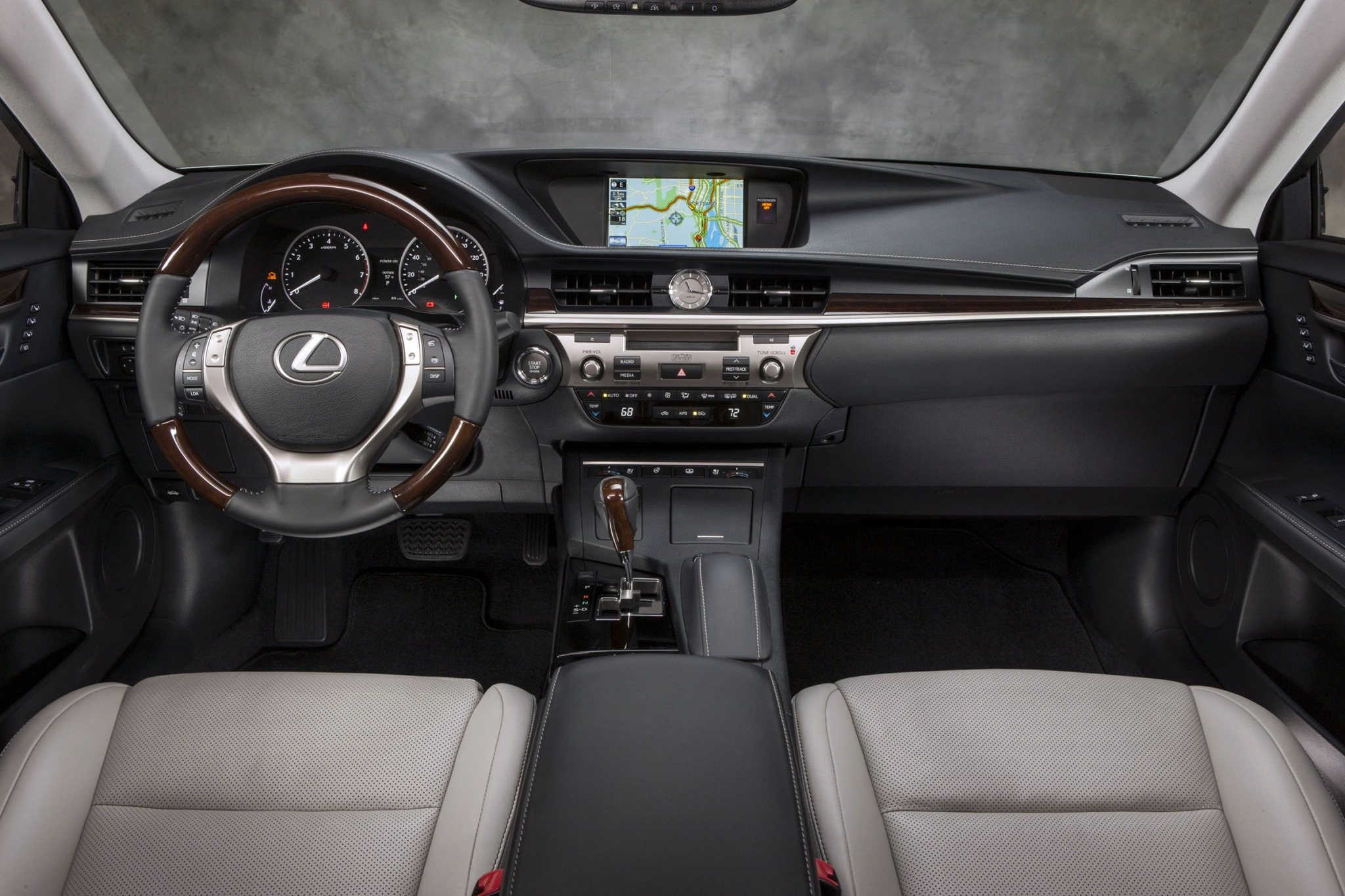 2013 Lexus ES 350 Sedan N interior #9