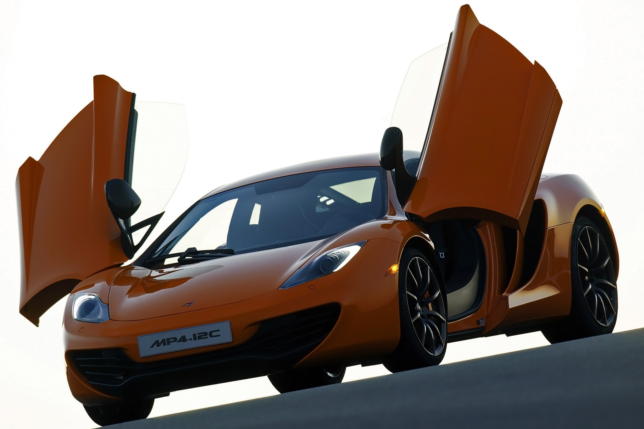 2013 McLaren MP4-12C Coup interior #3