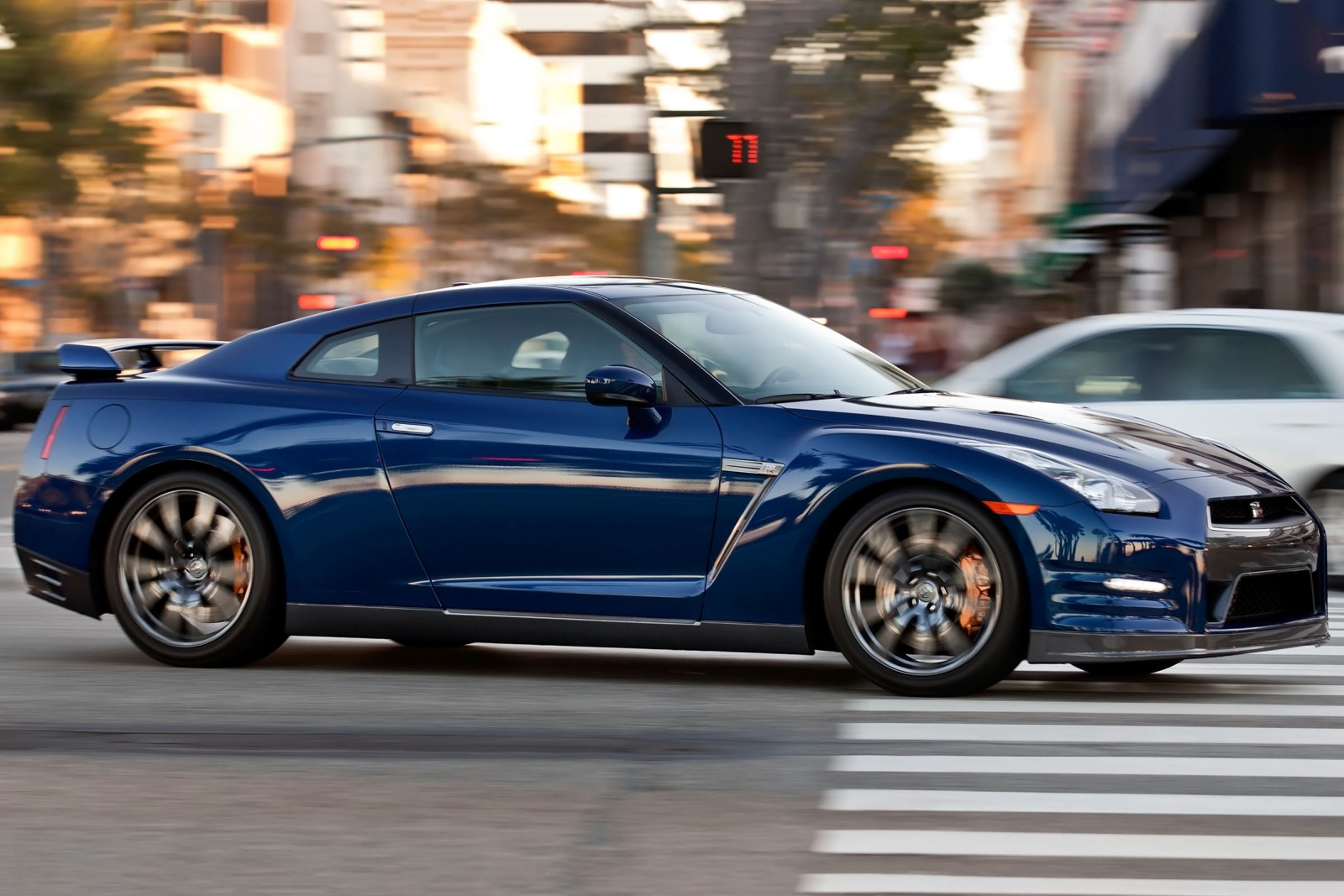 2013 Nissan GT-R Coupe 3. exterior #2