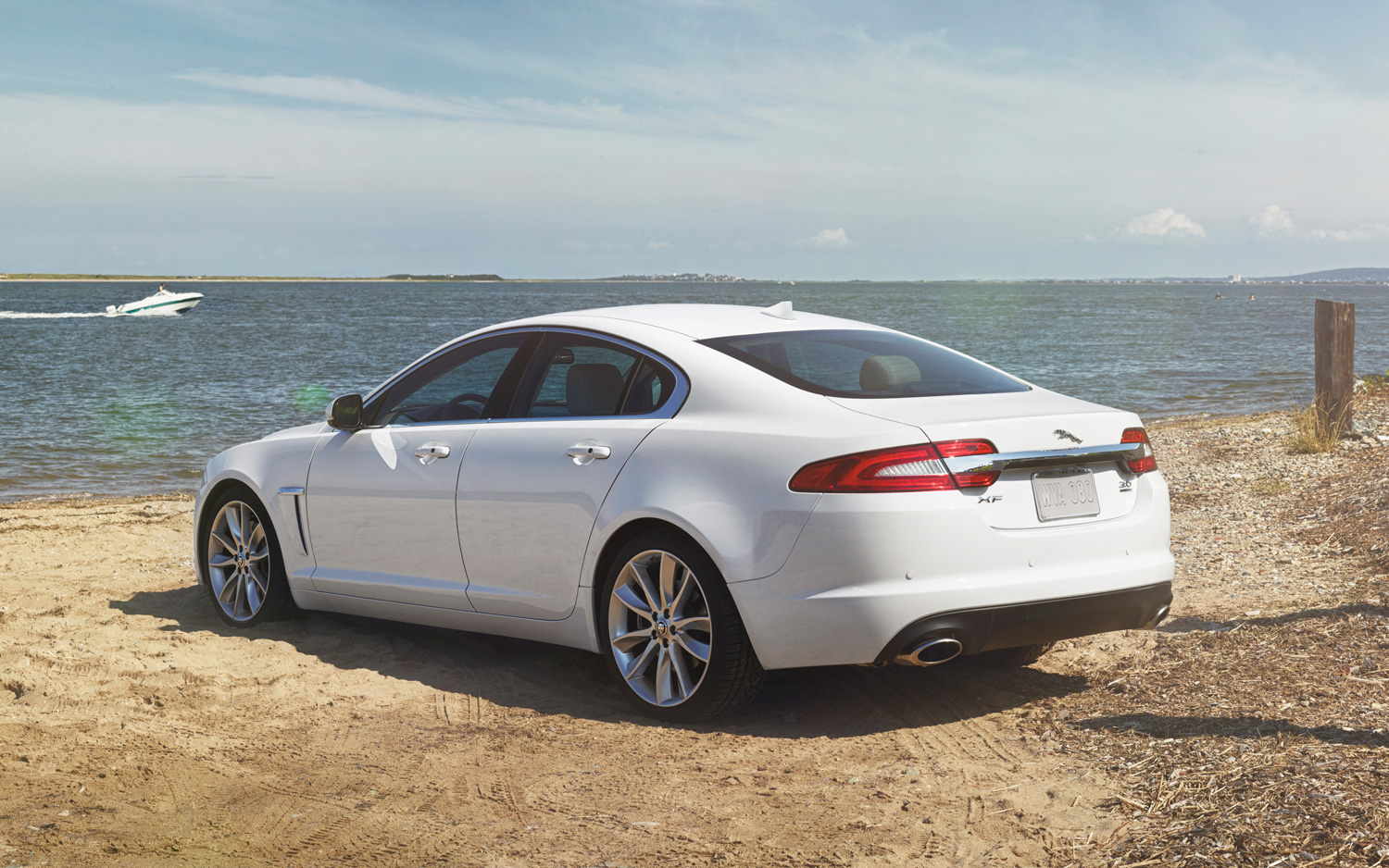 2014 Jaguar XF HQ Photos and Specs
