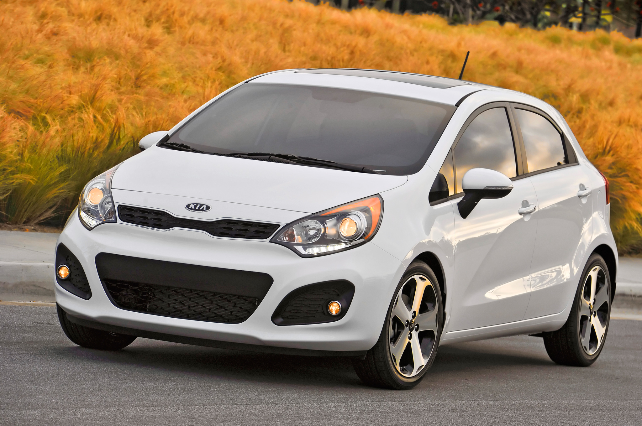 2014 kia rio information and photos zombiedrive. Black Bedroom Furniture Sets. Home Design Ideas