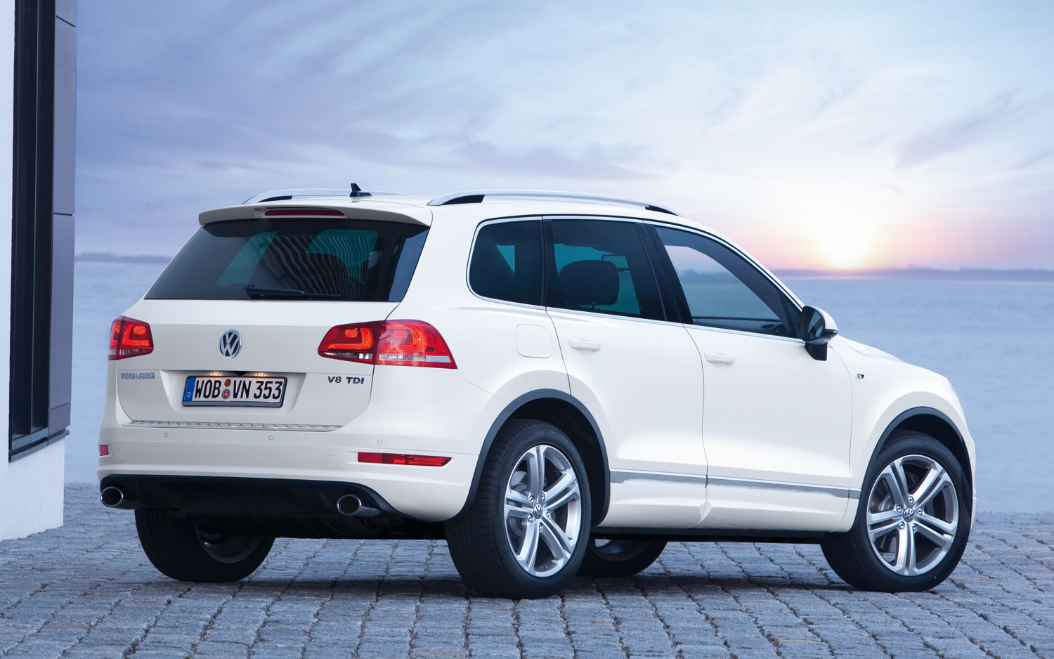 2014 volkswagen touareg information and photos zombiedrive. Black Bedroom Furniture Sets. Home Design Ideas