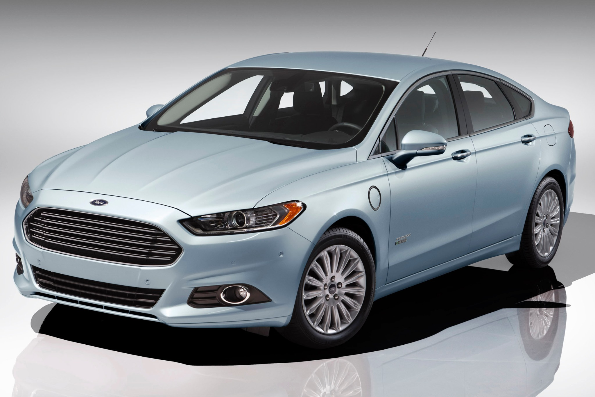 2014 Ford Fusion Energi S exterior #2
