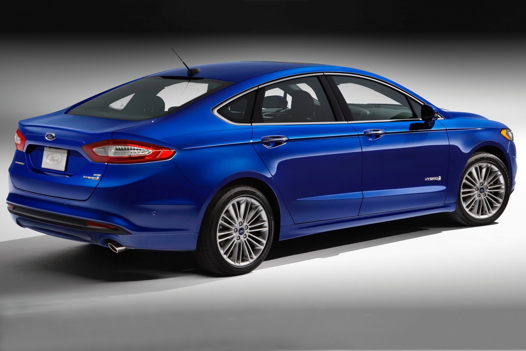 2014 Ford Fusion Hybrid Image 3