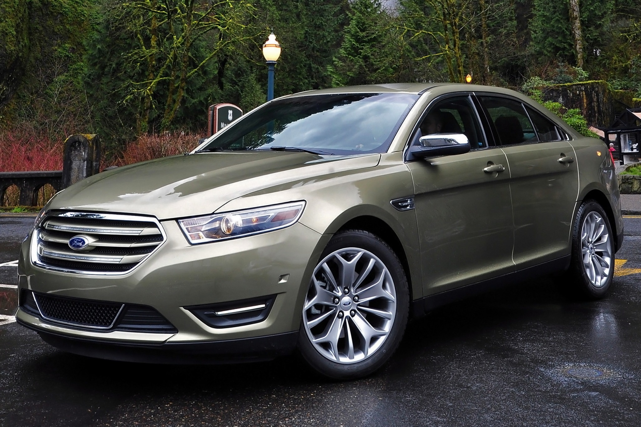 2014 Ford Taurus Limited  exterior #2