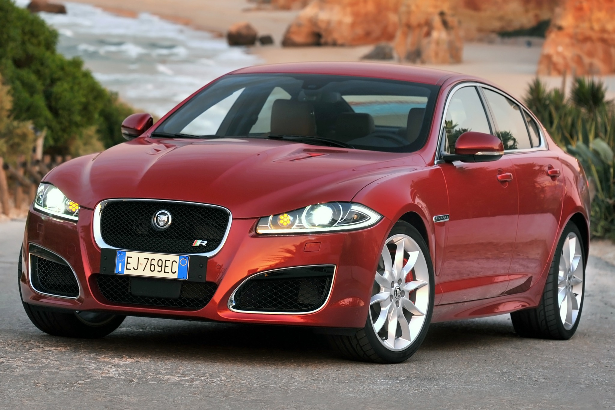 2014 Jaguar XF Sedan Inte interior #2
