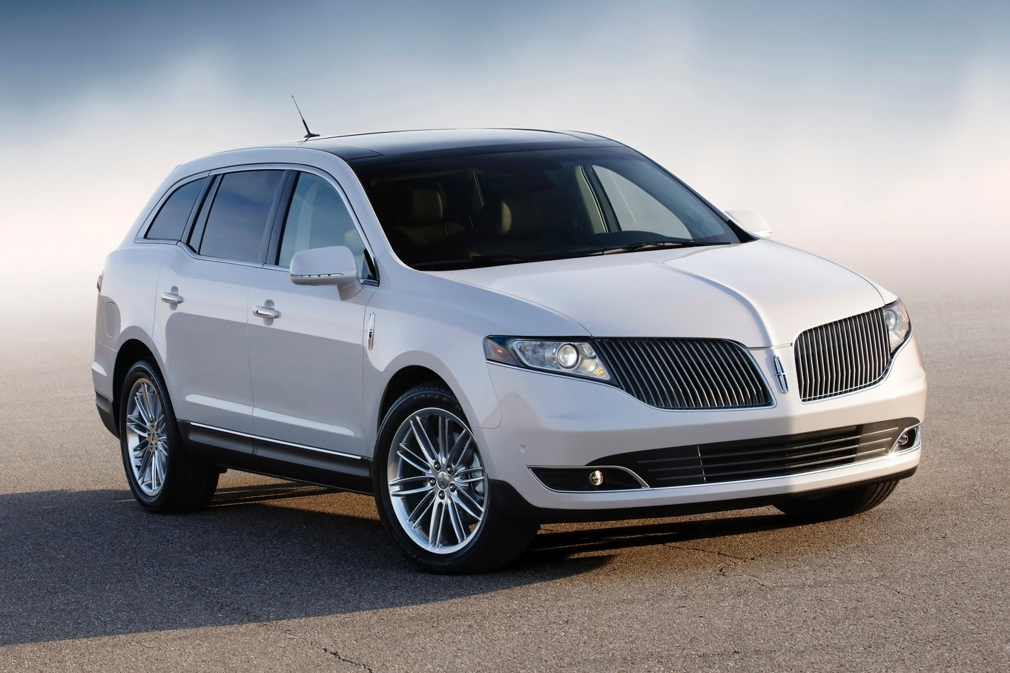 2014 Lincoln MKT Wagon Ex exterior #1