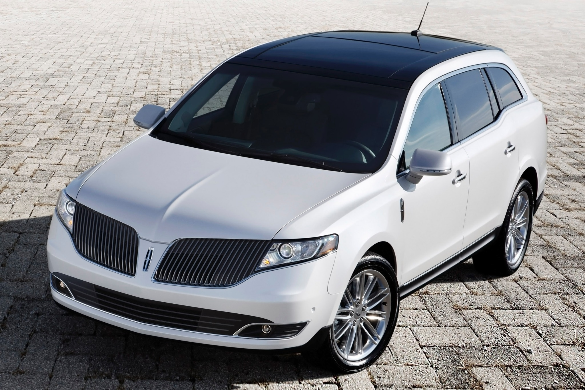 2014 Lincoln MKT Wagon Ex exterior #4