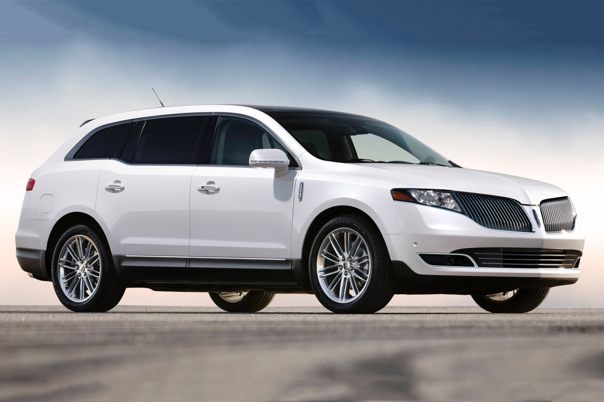 2014 Lincoln MKT Wagon Ex exterior #2