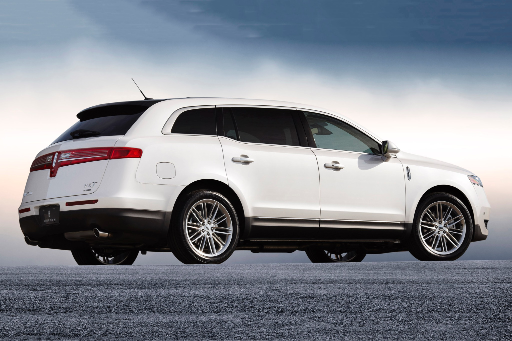 2014 Lincoln MKT Wagon Ex exterior #5