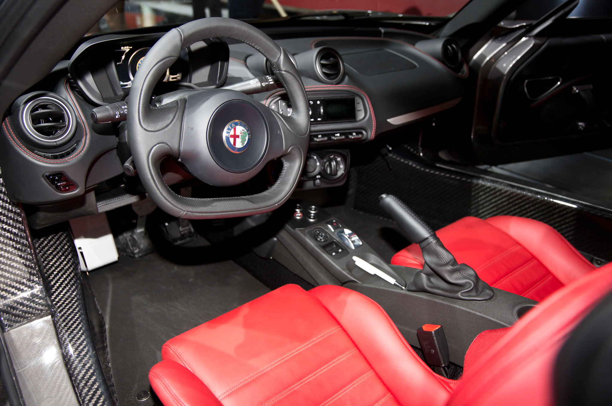 2015 Alfa Romeo 4C - Information and photos - ZombieDrive