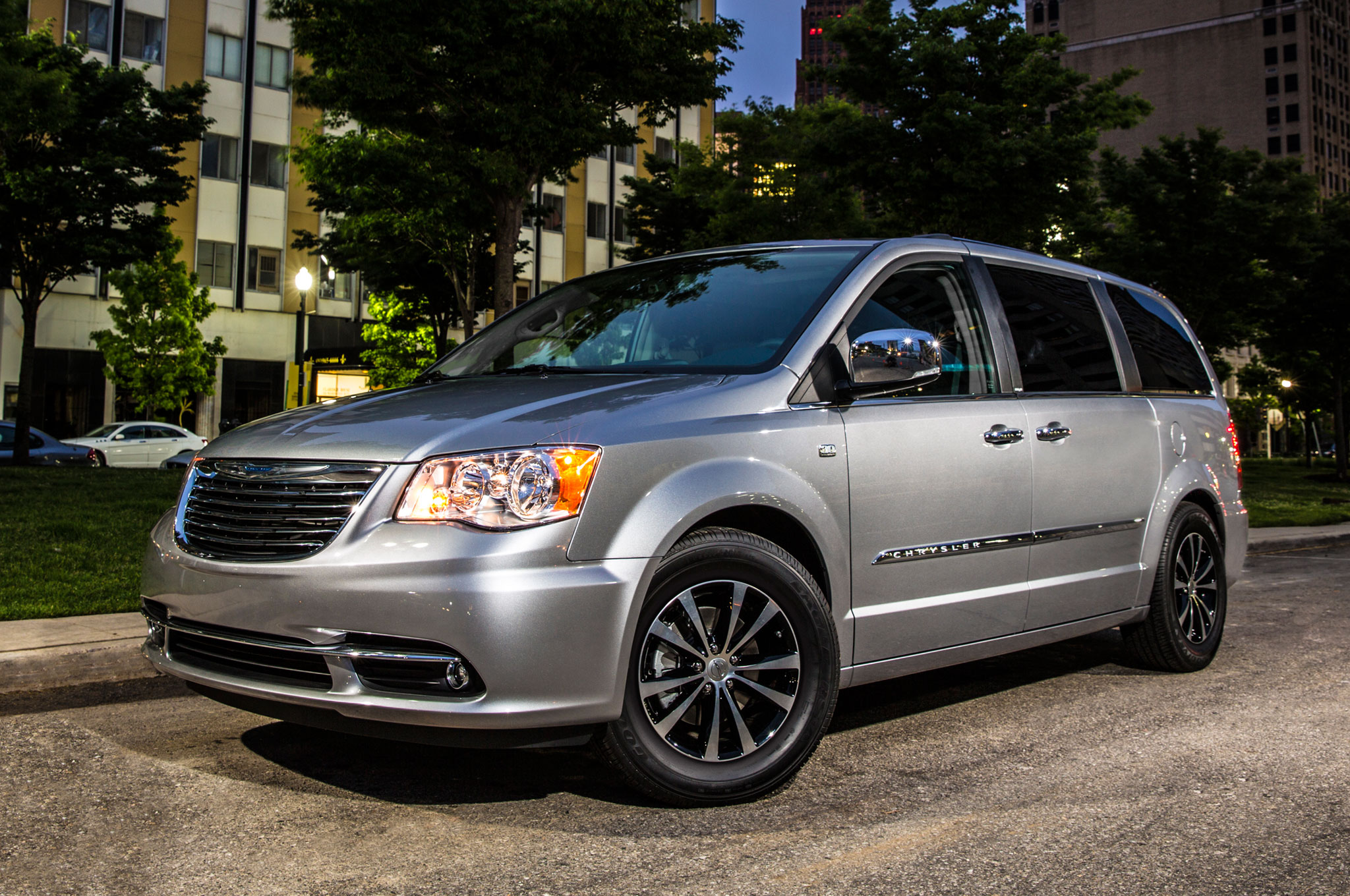 2015 Chrysler Town and Country #3