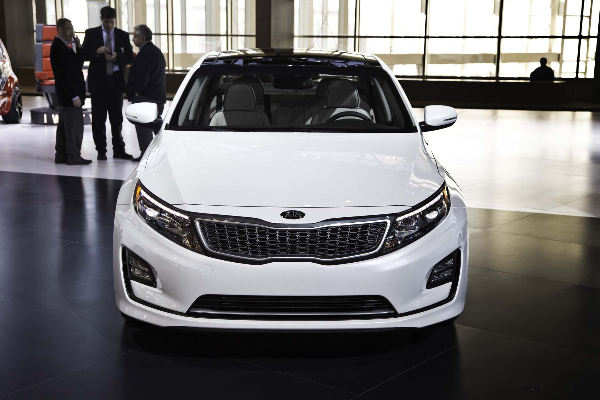 auto players chicago new cas hybrid unveiled all optima hr at kia show english