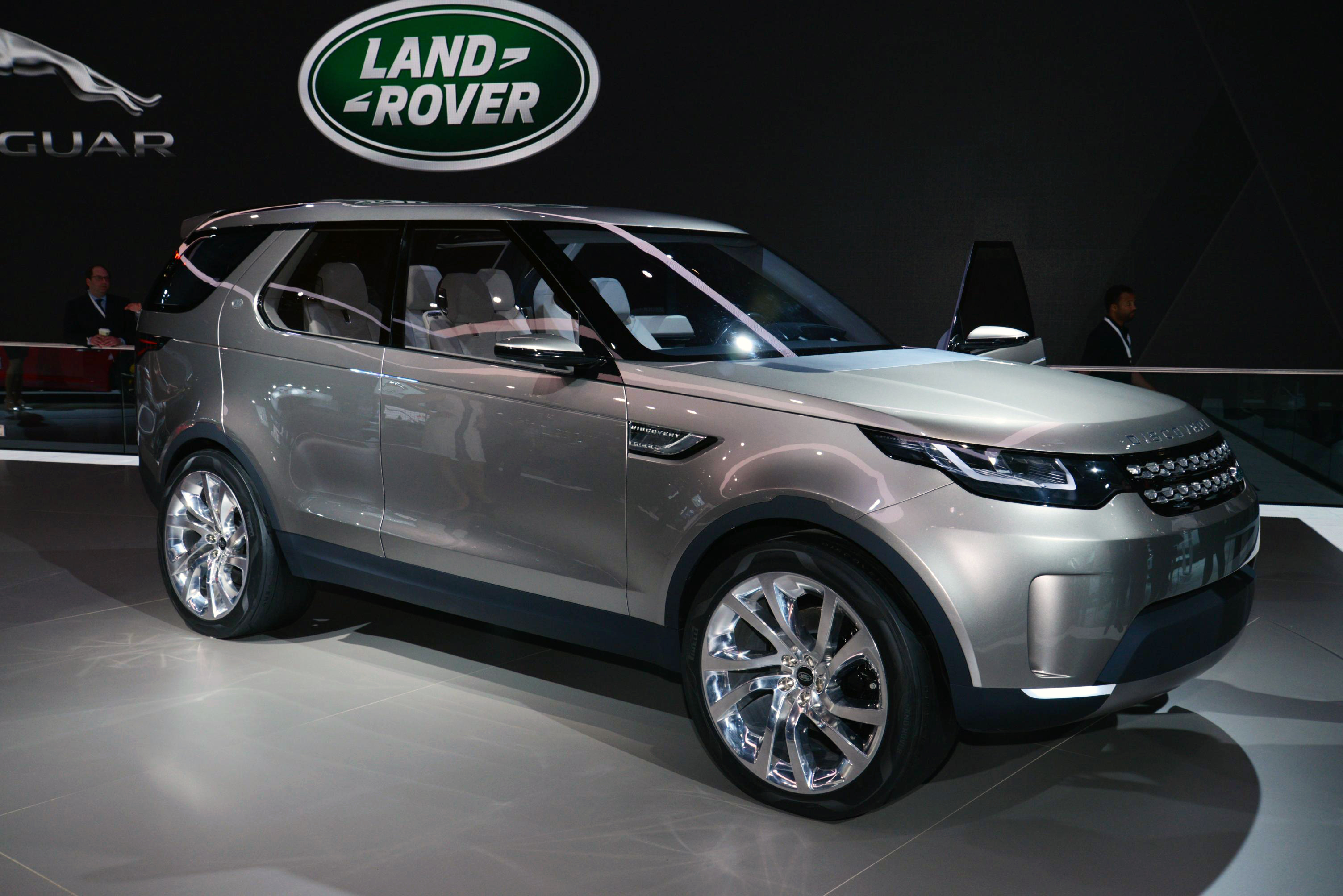 2015 land rover discovery sport information and photos. Black Bedroom Furniture Sets. Home Design Ideas