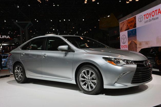 2015 Toyota Camry Hybrid Image 3