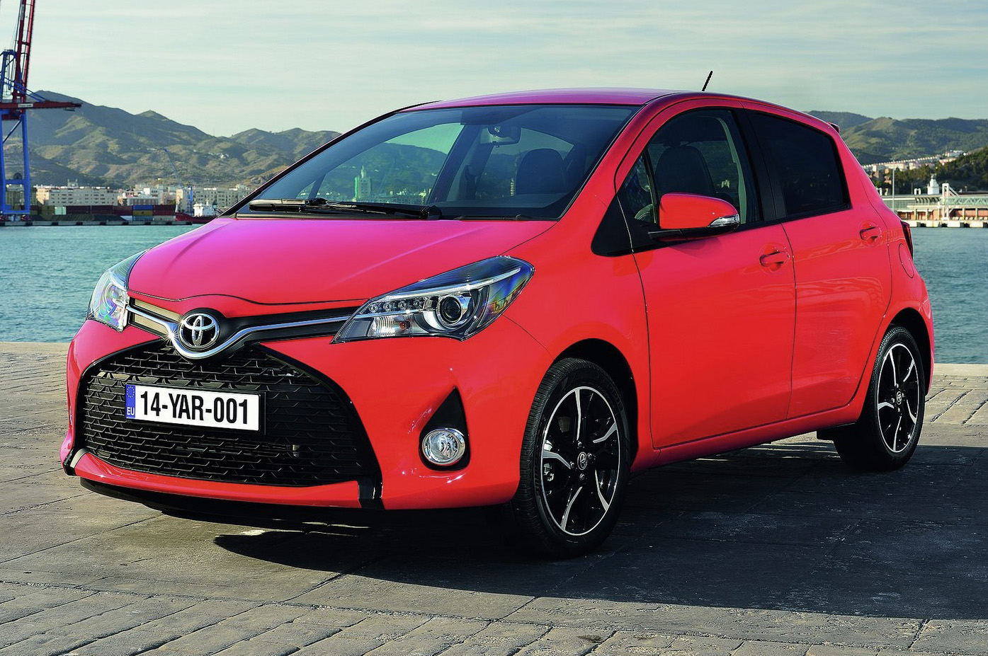 2015 toyota yaris information and photos zombiedrive. Black Bedroom Furniture Sets. Home Design Ideas
