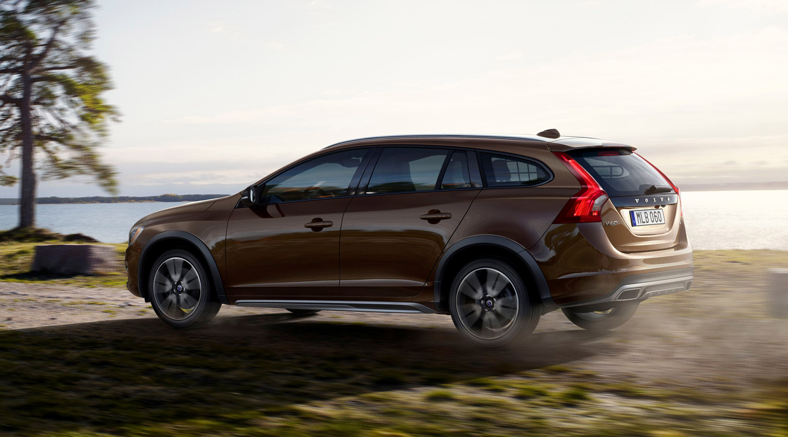 2015 volvo v60 cross country information and photos zombiedrive. Black Bedroom Furniture Sets. Home Design Ideas