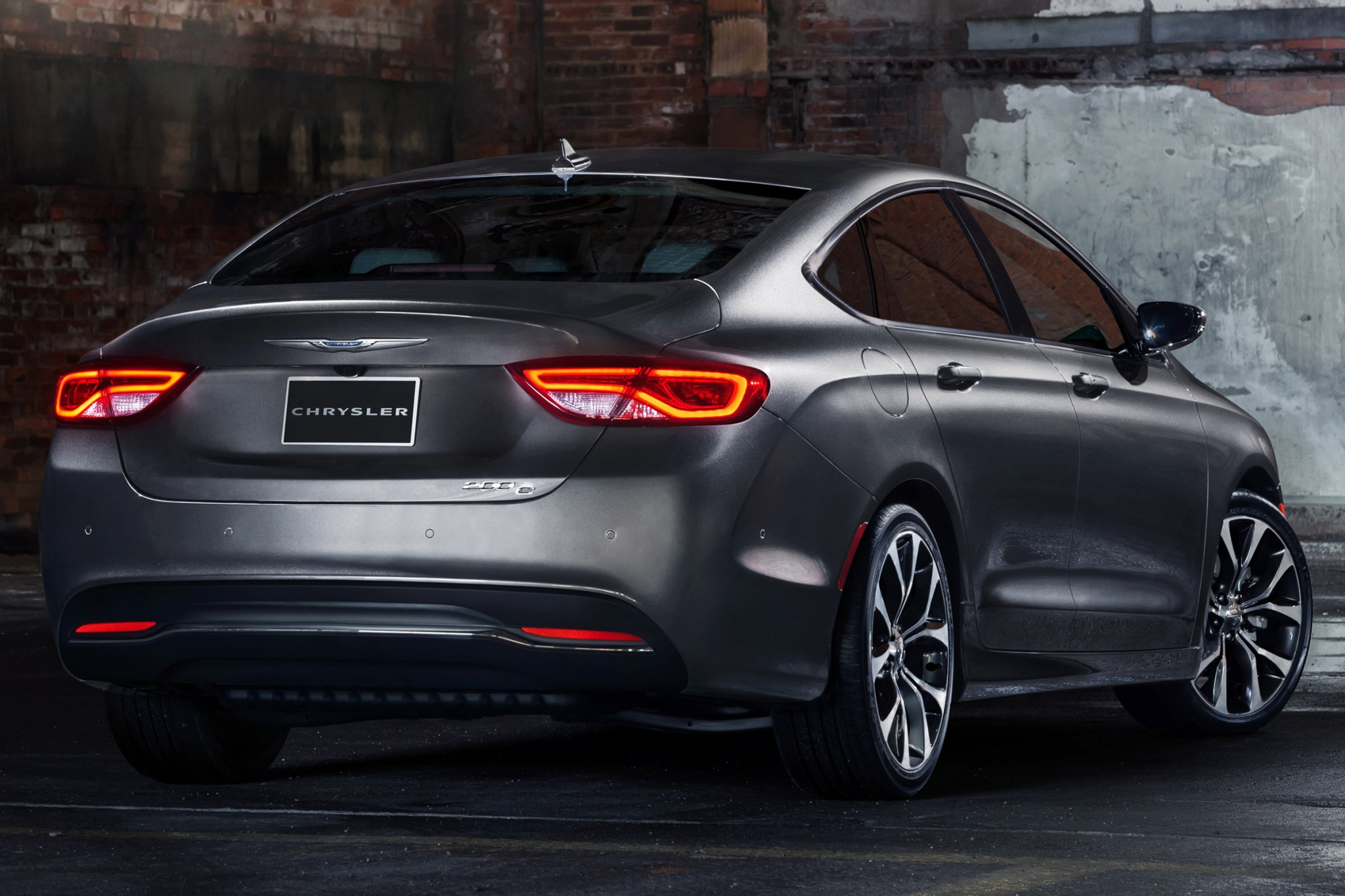 2015 Chrysler 200 C Sedan exterior #9