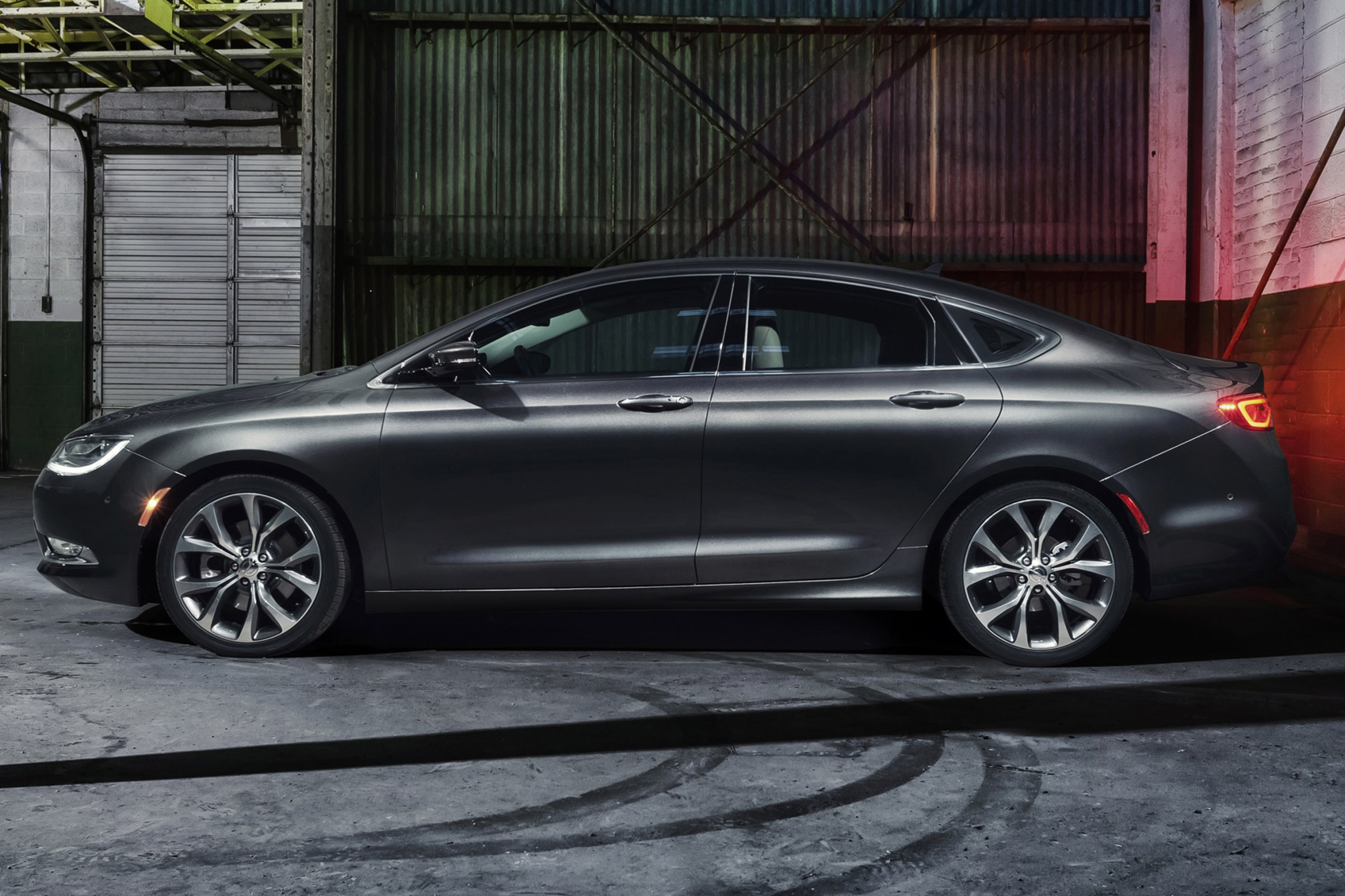 2015 Chrysler 200 C Sedan exterior #4