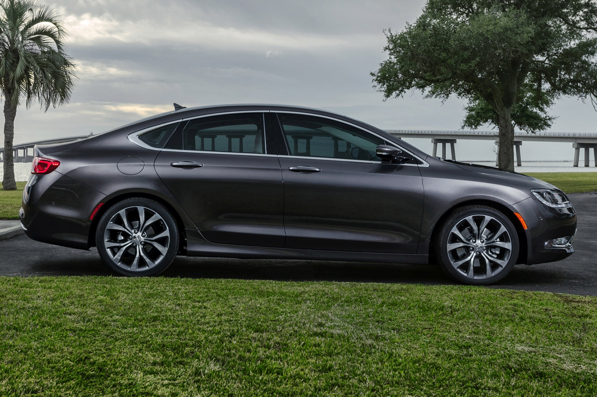 2015 Chrysler 200 C Sedan exterior #5