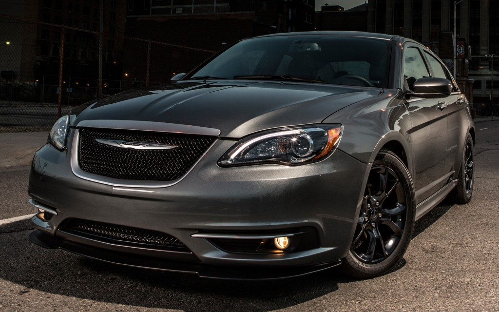 Chrysler 100 #9
