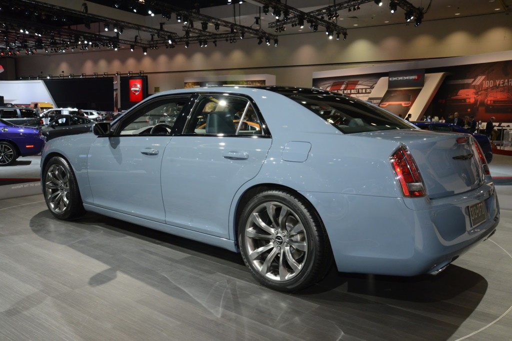 Chrysler 100 #10
