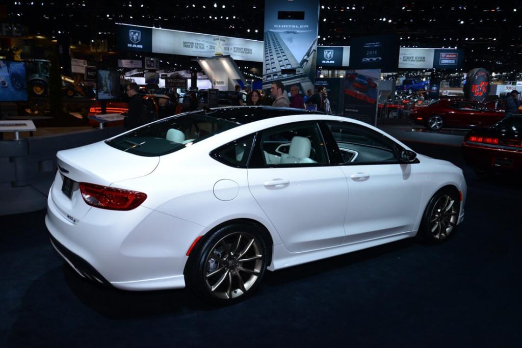 New 2016 Chrysler 100 Sedan Review - Speedzoner.com