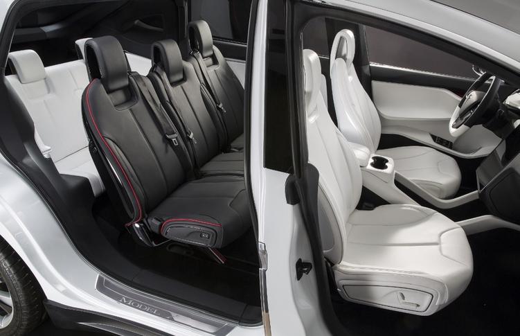 2016 Tesla Model X Image 9