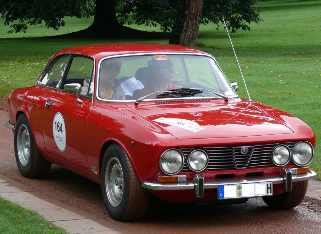 Subtle story telling at its best: Alfa Romeo 2000 #6
