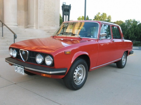 Subtle story telling at its best: Alfa Romeo 2000 #3