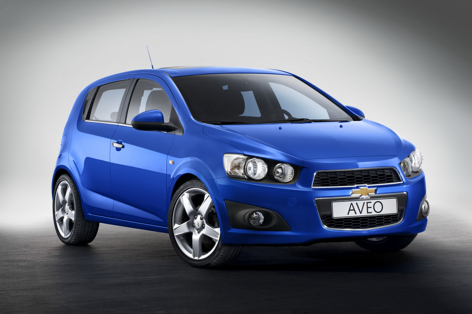 Chevrolet Aveo - not a dancing transformer, but a realistic car  #6