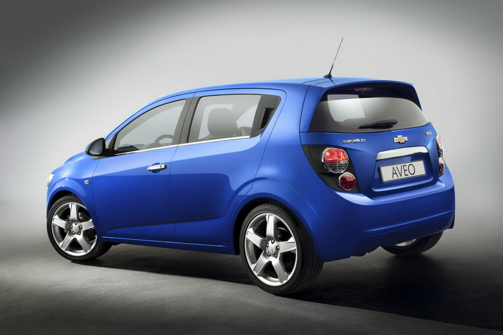 Chevrolet Aveo - not a dancing transformer, but a realistic car  #5