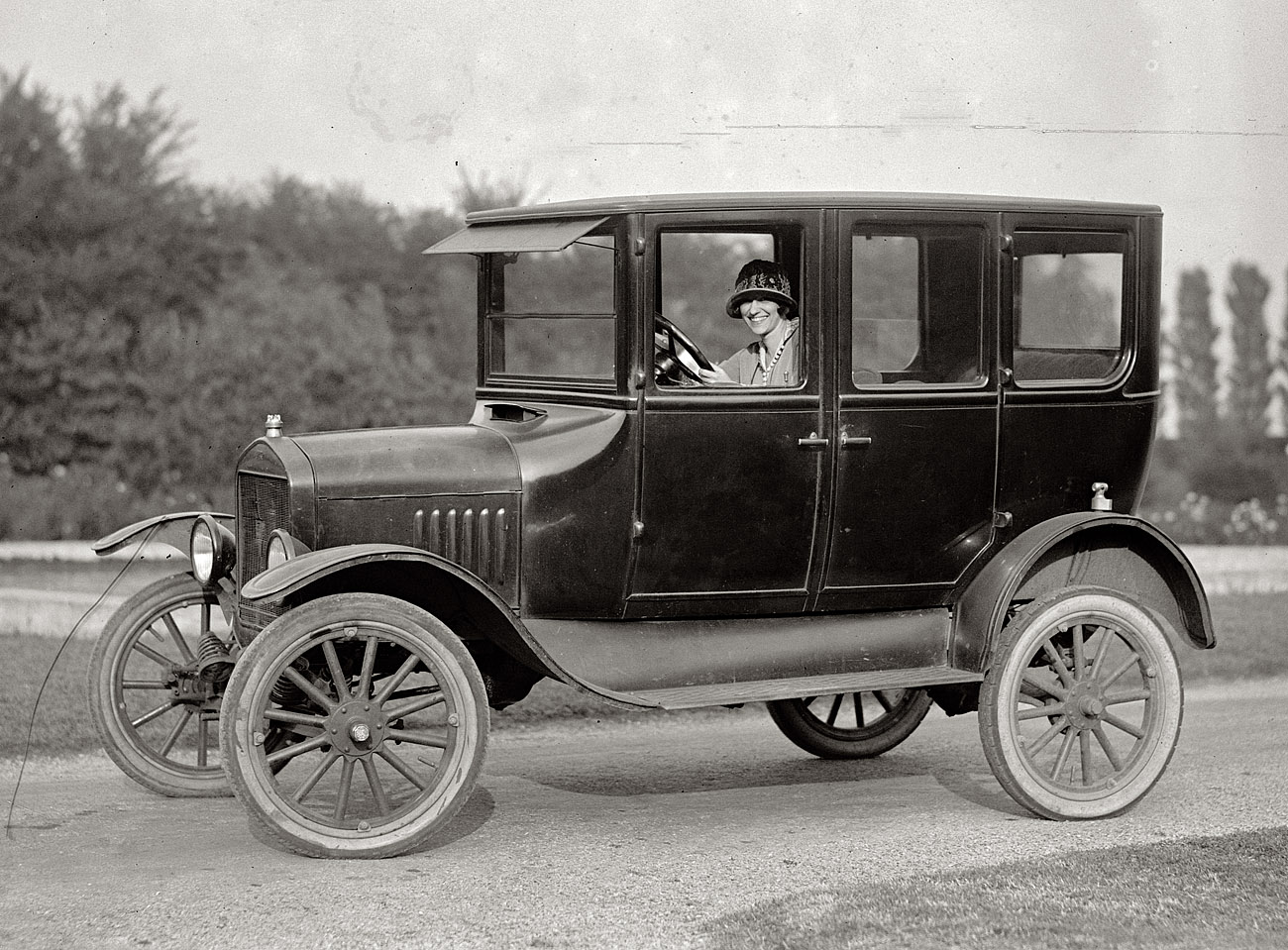 ford and the automobile industry How henry ford revolutionized the car industry t he automobile an old friend and detroit coal dealer who was impressed by ford's latest automobile design.