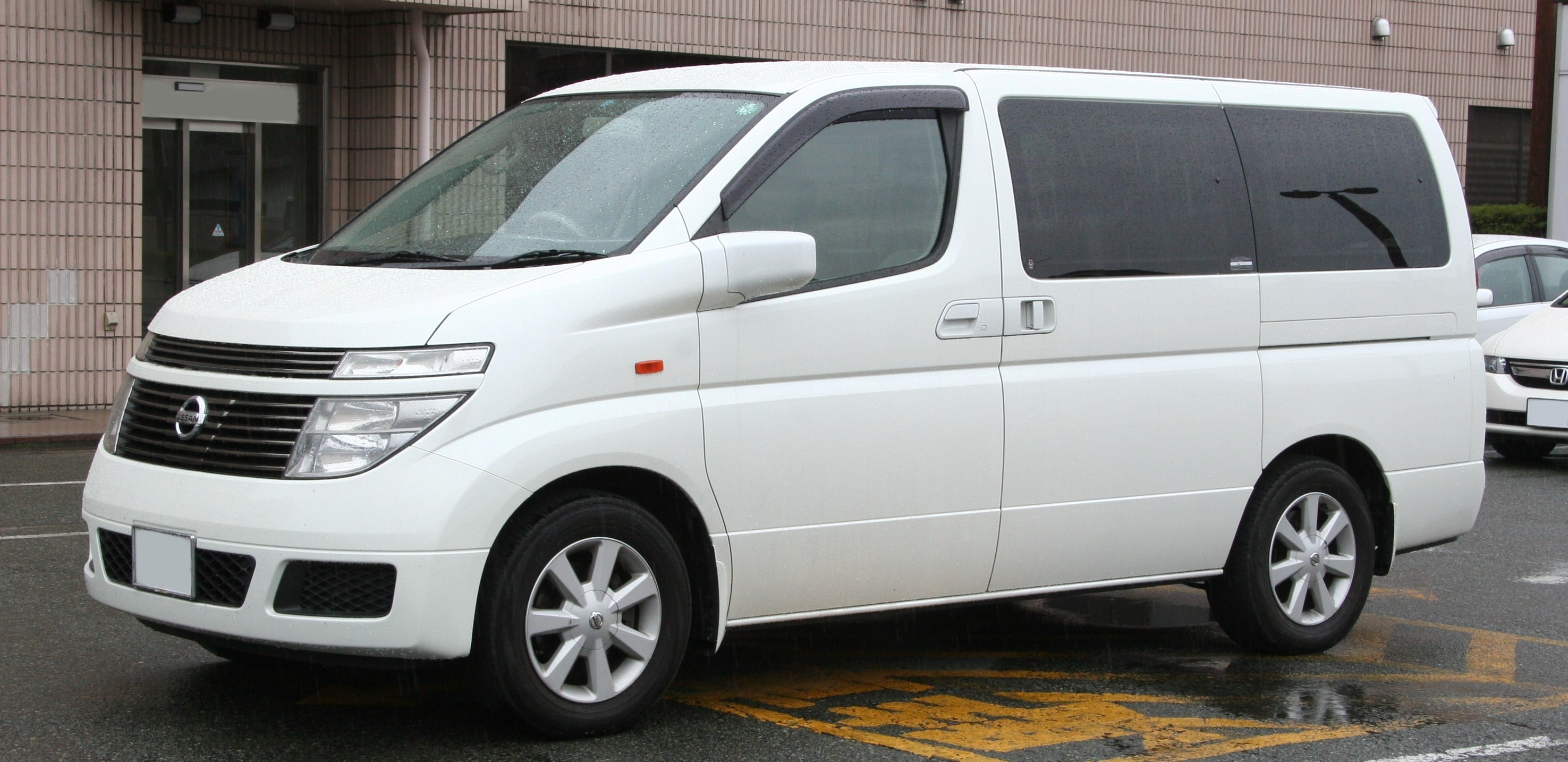 Nissan Elgrand Is Not A Car From England Image 2