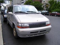 1995 Chrysler Town and Country #10