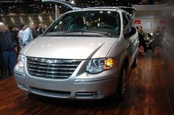 2004 Chrysler Town and Country #15