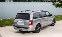 2016 Chrysler Town and Country #9
