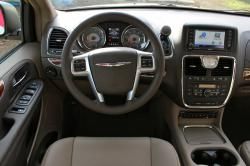 2016 Chrysler Town and Country #4