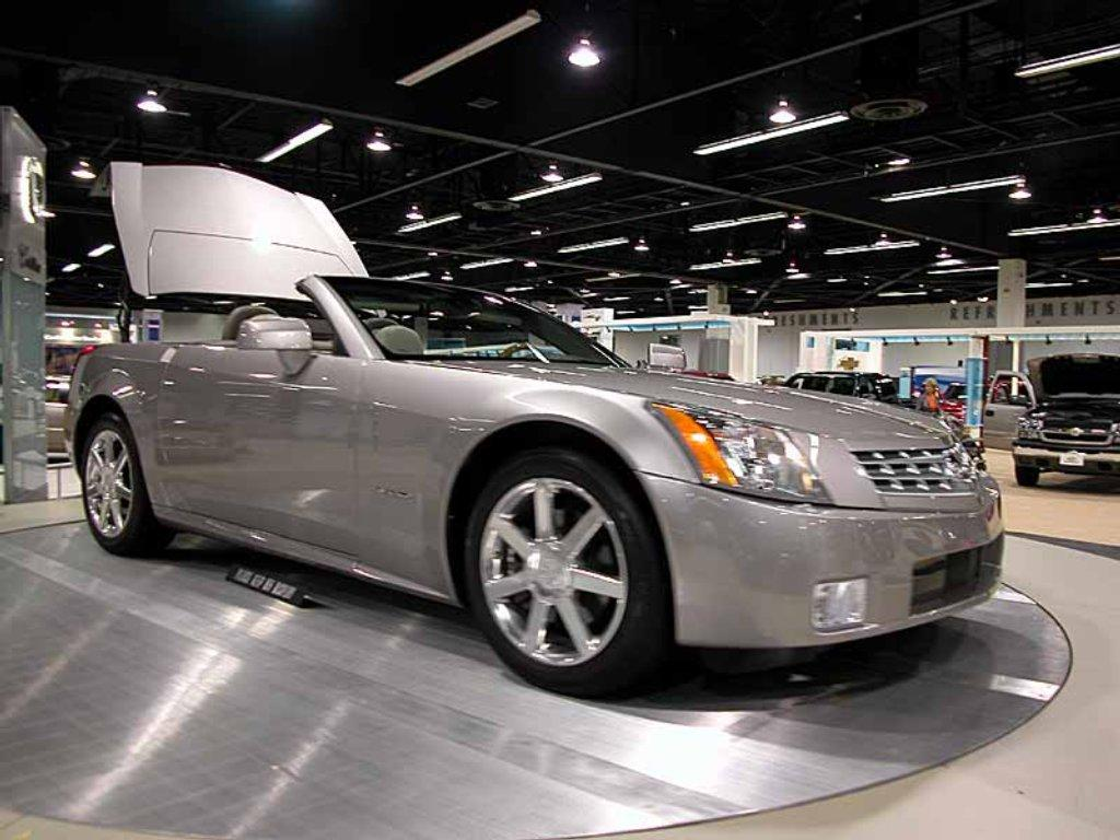 2004 cadillac xlr information and photos zombiedrive. Black Bedroom Furniture Sets. Home Design Ideas
