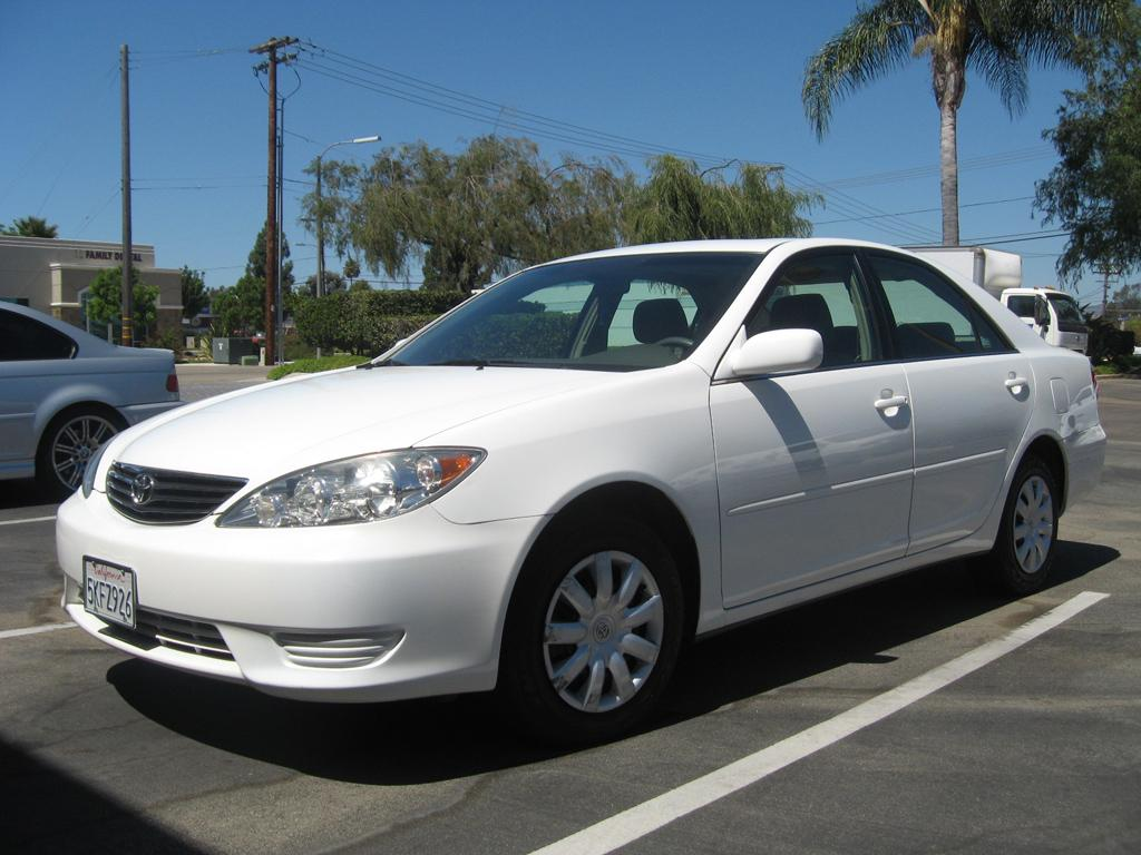 2005 toyota camry le standard features. Black Bedroom Furniture Sets. Home Design Ideas