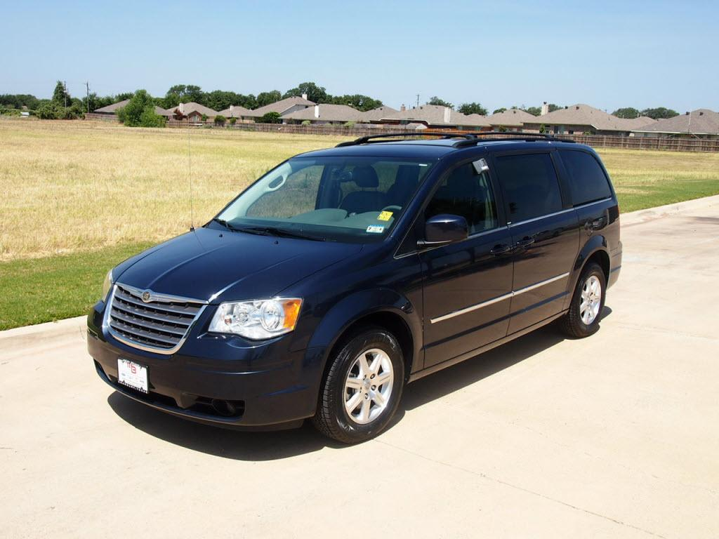 2009 chrysler town and country information and photos zombiedrive. Black Bedroom Furniture Sets. Home Design Ideas