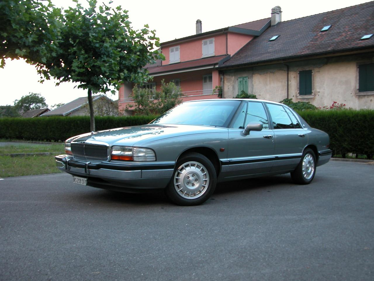 1992 buick park avenue information and photos zombiedrive. Black Bedroom Furniture Sets. Home Design Ideas