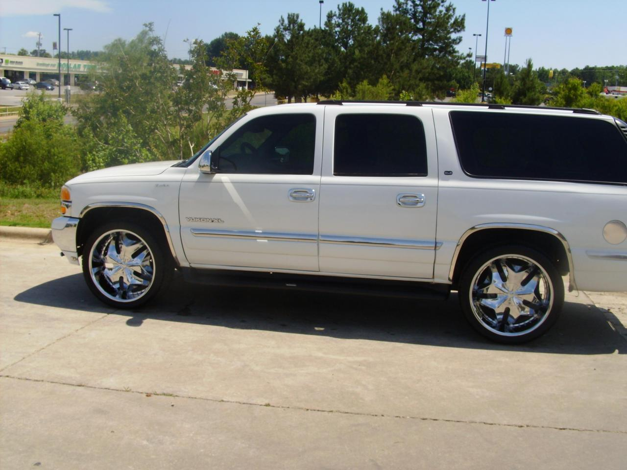 2000 gmc yukon xl information and photos zombiedrive. Black Bedroom Furniture Sets. Home Design Ideas