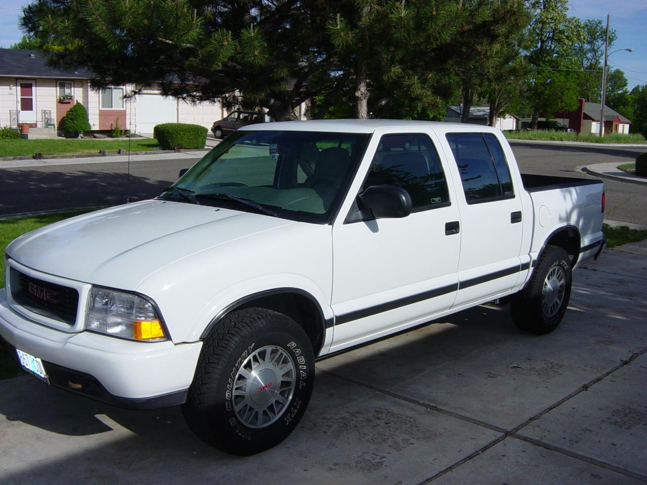 2001 gmc sonoma information and photos zombiedrive. Black Bedroom Furniture Sets. Home Design Ideas