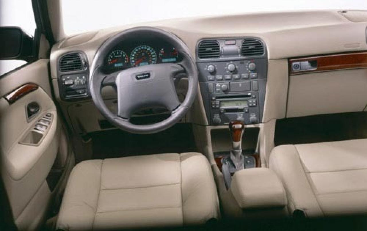 2004 Volvo V40 - Information and photos - ZombieDrive