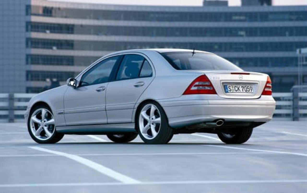 2005 mercedes benz c class information and photos for Mercedes benz c class 320
